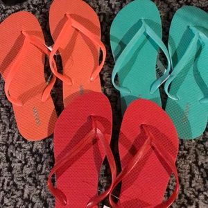 3 pair of flip flops New with tags